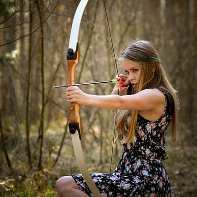 Familienfeier und Geburtstag mit Pfeil und Bogen